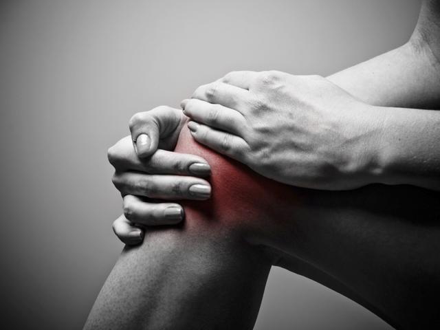 a karok és a lábak ízületei fájnak a vállakat