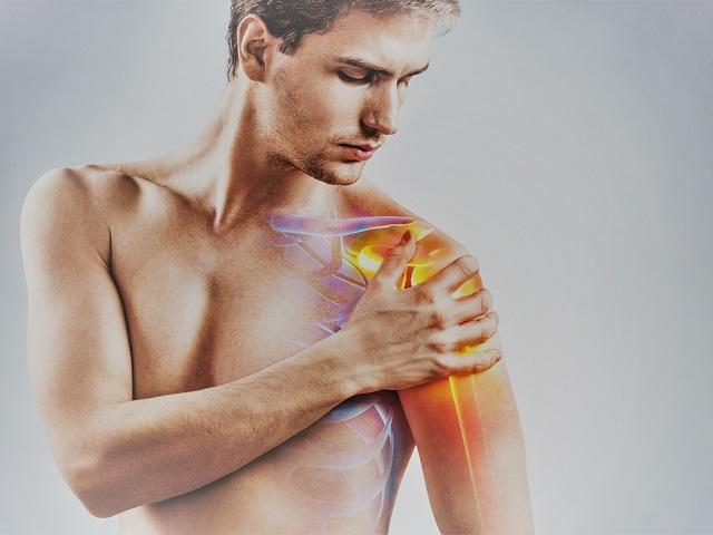 fájdalom a váll ízületeiben mozogva