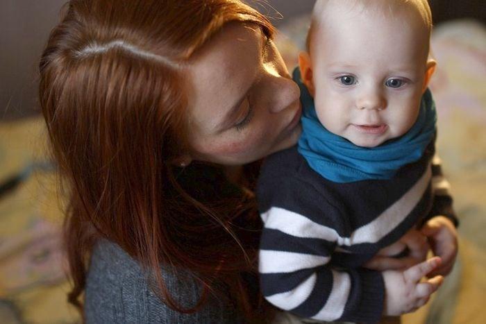 Csendben szenvedő anyukák: ízületi fájdalmak kisgyermek mellett | gamesday.hu