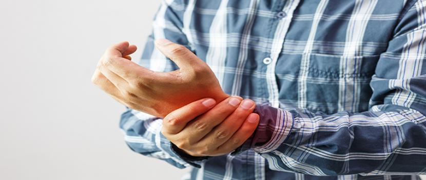 a csípő instabilitásának kezelése fájdalom a jobb térdben guggolva