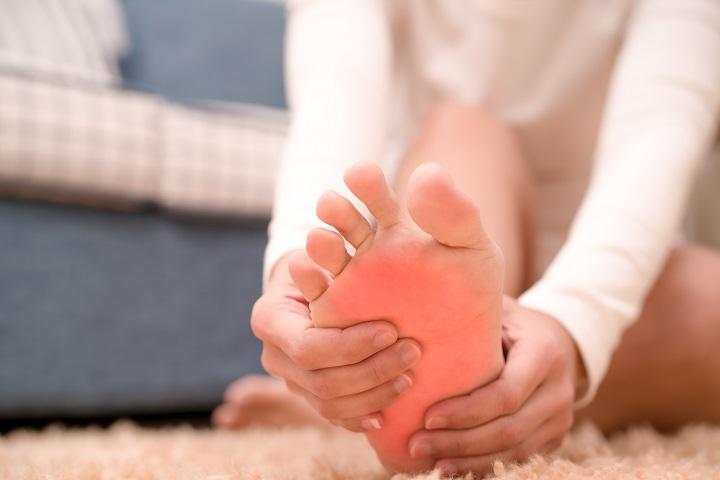 Lábfej fájdalom 23 oka, 11 tünete és 12 kezelési módja [teljes leírás]