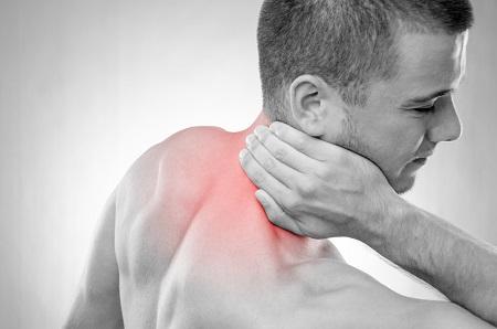 éles fájdalom az ízületekben és a hidegrázás