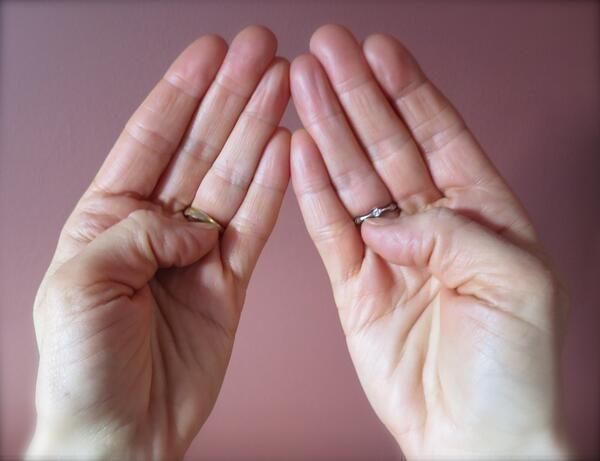 mindkét kéz hüvelykujjai